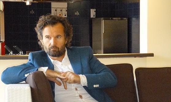 """Carlo Cracco: """"La cucina del futuro? Sarà essenziale. Internet ci salverà"""""""