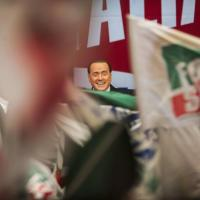 Renzi e Grillo scendono in piazza, Berlusconi al palazzo Congressi
