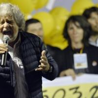 """Grillo a Milano: """"Siamo noi gli eredi di Berlinguer, saremo cattivissimi"""""""