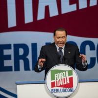 """Europee, ultimo giorno di campagna. Berlusconi: """"Grillo pericoloso, è come Hitler"""""""