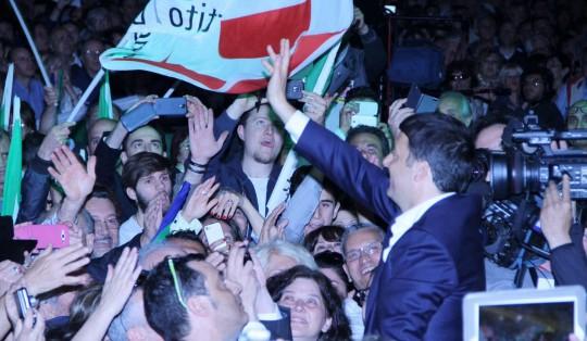 """Renzi: """"Non si vince con minacce e paura. Saremo noi a salvare l'Italia. Il futuro è casa nostra"""""""