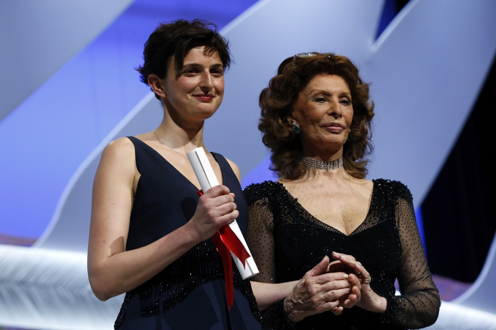 """Cannes, Grand Prix a """"Le meraviglie"""": Sophia Loren premia Alice"""
