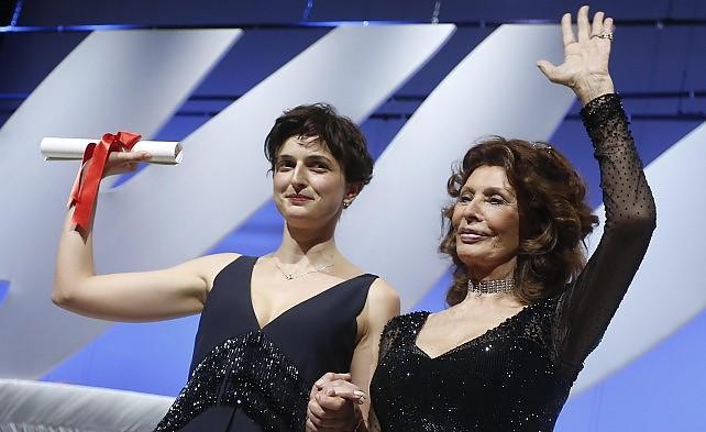 """Il festival  premia il cinema italiano  Grand Prix della giuria a """"Le meraviglie"""" La Palma d'oro va a """"Winter Sleep"""" -  foto    Videointervista  Rohrwacher: """"Che emozione"""""""