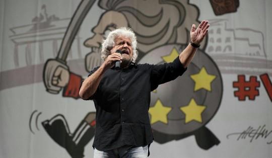 """Grillo prepara l'assedio """"In piazza al Quirinale per farli dimettere tutti"""""""