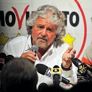 """Grillo ci ripensa: """"Nessuna Waterloo, presto M5S sarà forza di governo"""""""