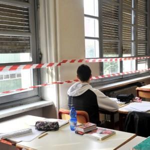 Censis, intonaci che crollano e amianto: scuole italiane bocciate in sicurezza