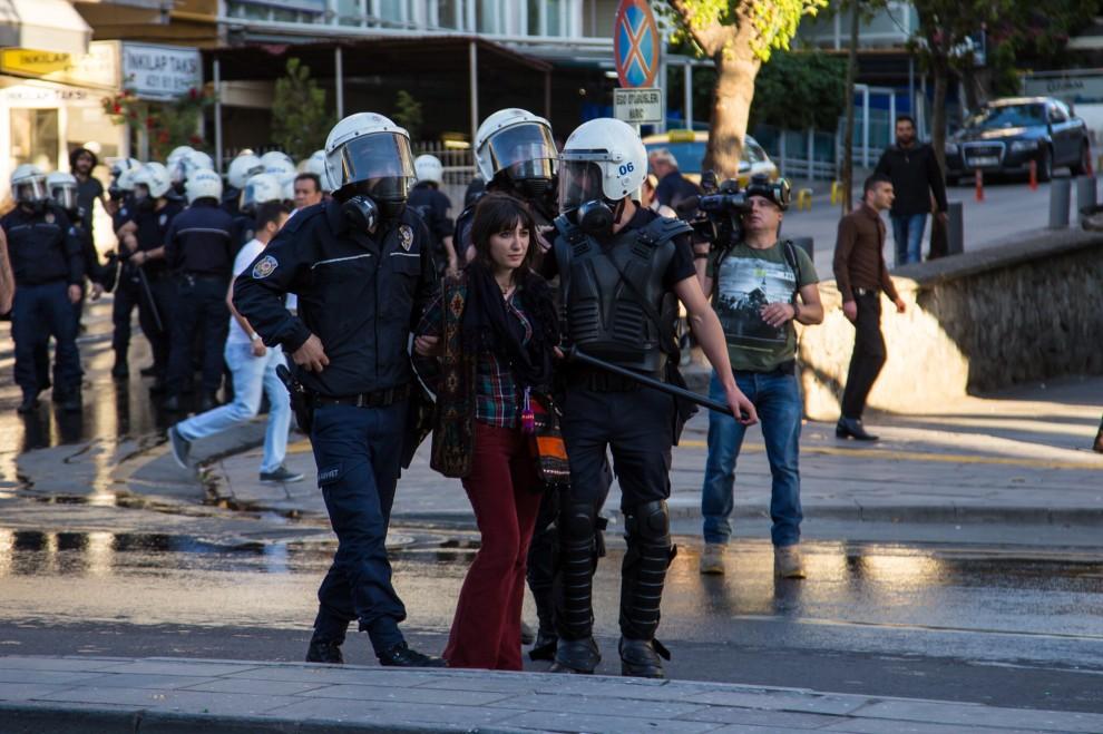 Turchia, le immagini del fotoreporter ferito ad Ankara
