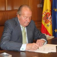 """Spagna, Juan Carlos abdica a favore del figlio Felipe: """"E' pronto per regnare"""""""
