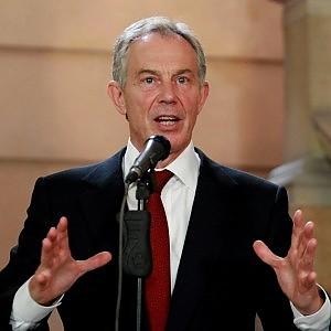"""Blair lancia l'allarme sull'avanzata dei populismi. I media Gb: """"Cerca un posto in Europa"""""""