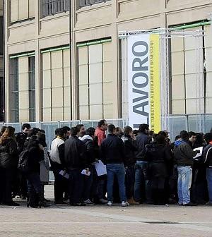 Disoccupazione record: vola al 13,6% nel trimestre, al 46% tra i giovani