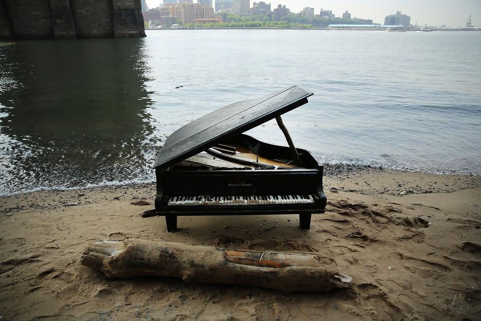 Foto pianoforte sul mare