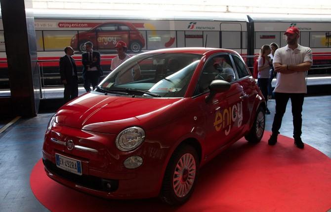 """Enjoy, il car sharing con i """"cinquini"""" rossi sbarca a Roma"""
