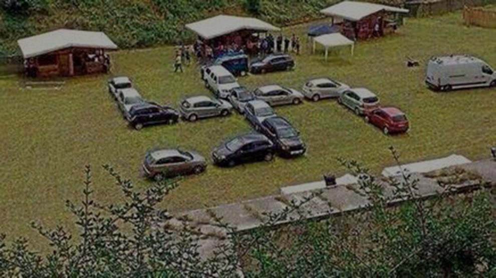 Ultras Verona, le auto parcheggiate formano una svastica