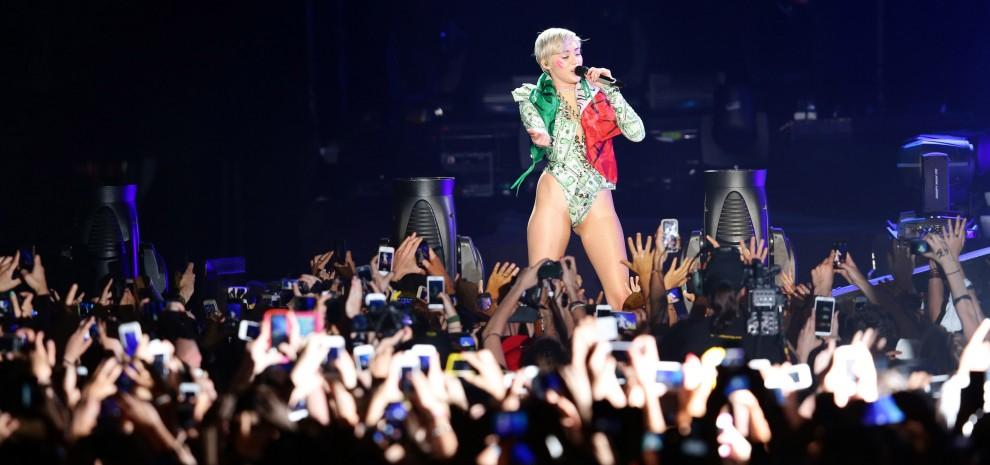 Miley Cyrus, il gusto della trasgressione è un piccolo mondo allegramente kitsch