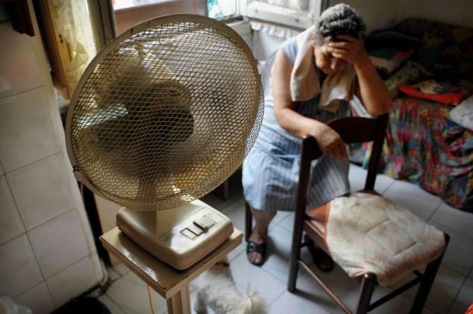 """Caldo, ministero: """"Ventilatori sconsigliati, meglio condizionatore"""""""