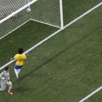 Brasile 2014, il primo gol del Mondiale è un autogol