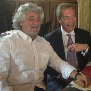 """Farage, la stampa inglese: """"Rischia un anno di carcere per spese da eurodeputato non dichiarate"""""""