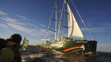 In Italia la Rainbow Warrior l'ammiraglia di Greenpeace