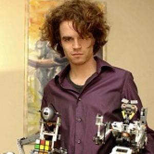 Molla il posto fisso e punta sulla sua passione: costruire robot con mattoncini. Ecco Daniele Lego designer