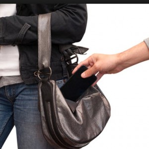 """Furti di smartphone, la svolta: """"kill switch"""" per tutti, telefoni inutilizzabili se rubati"""