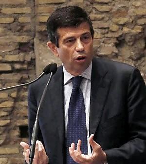 """Lupi: """"Senza Ethiad per Alitalia sarà il baratro"""""""