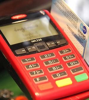 Obbligo del Pos, alle aziende costerà in media 1.200 euro