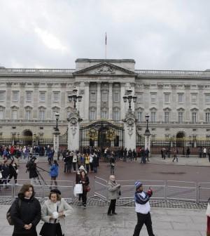 La monarchia inglese costa 40 milioni all 39 anno la regina for Quanto costa la corona della regina elisabetta
