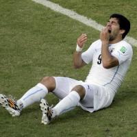 """Uruguay, stampa inglese: """"Nel passato di Suarez morsi ad altri cinque"""