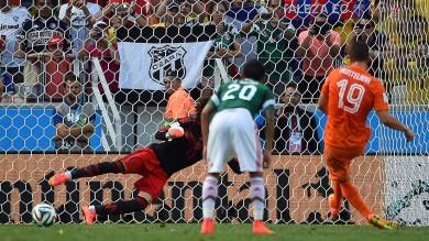 Olanda-Messico 2-1, Huntelaar porta gli orange ai quarti. Affronteranno il Costarica