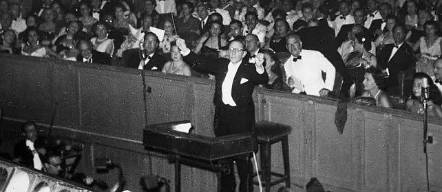 L'audio originale di Stravinskij   dirige l'orchestra nel 1951    Foto