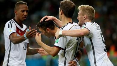 Germania, che fatica: Algeria piegata 2-1 ai supplementari. Nei quarti con la Francia