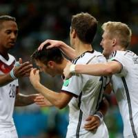 Germania, che fatica: Algeria piegata 2-1 ai supplementari. Nei quarti con