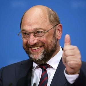 """Schulz rieletto presidente del Parlamento europeo. Grillo: """"Non date all'Italia soldi Ue, vanno a mafia e camorra"""""""