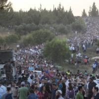 Israele: folla a funerali dei 3 ragazzi rapiti. La voce nella telefonata a polizia. Offensiva su Gaza