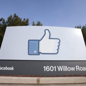 """""""Facebook manipola le emozioni"""", inchiesta nel Regno Unito"""