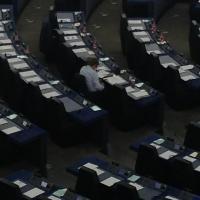 A Strasburgo ancora proteste dell'Ukip: bandierine nel giorno di Renzi