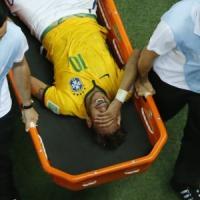 Il dramma di Neymar: mondiale finito. Il Brasile prega. Ora la semifinale con la Germania