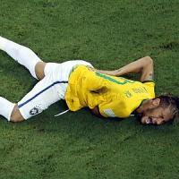 Brasile, il dramma di Neymar tra lacrime e messaggi d'auguri