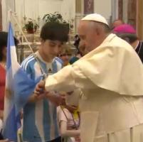 """Papa a Campobasso """"perde"""" la partita dell'Argentina. E fa condoglianze a preti colombiani"""