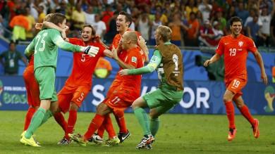 Olanda-Costarica 4-3 ai rigori: il portiere Krul entra al 120' e regala la semifinale con l'Argentina