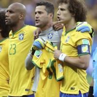 Mondiali Brasile, David Luiz e Julio Cesar cantano l'inno con la maglia