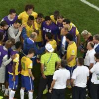 Disfatta Brasile, il ct Scolari consola i giocatori: ''La colpa è