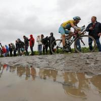 Tour de France, tra fango e pioggia una tappa d'altri tempi