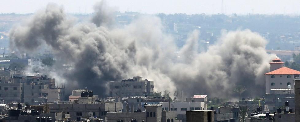 MO, Gaza in fiamme, razzi di Hamas sfiorano centrale nucleare a Dimona