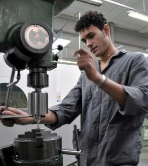 In dieci anni persi 2,3 milioni di occupati tra gli under 35: per l'Italia un costo di 152 miliardi