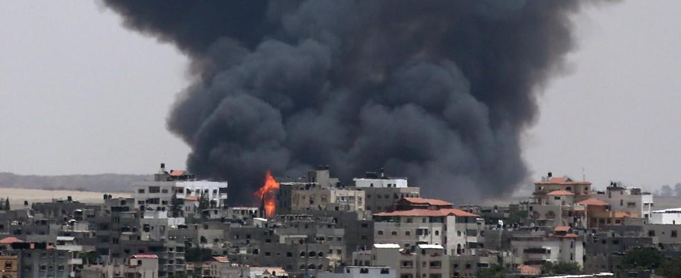 Gaza, continuano i raid di Israele: 170 morti. Razzi di Hamas su Tel Aviv e Gerusalemme