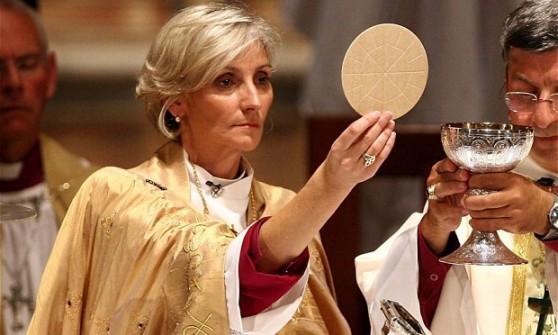 Gb, Chiesa anglicana vota a favore delle donne vescovo