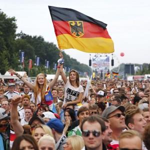 """Germania, accoglienza trionfale a Berlino. Loew: """"Siamo tutti campioni del mondo"""""""