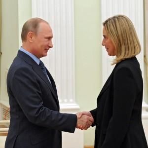 """Ue, """"una decina di paesi"""" contro Mogherini agli Esteri. Ma il governo: """"Non ci fermeranno"""""""