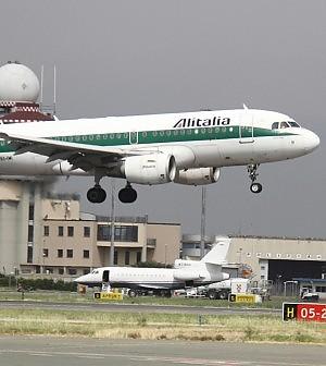 """Alitalia, trattativa con i sindacati interrotta.<br />Hogan: """"Chiusura a luglio, puntiamo a 49%"""""""